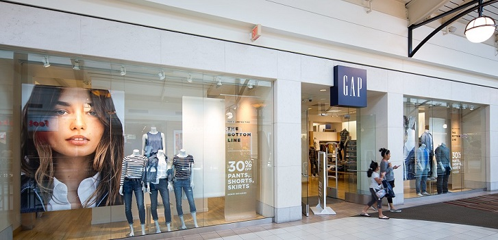 Gap contracts sales 2% but boosts benefit 36% in first quarter