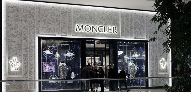 Moncler expands in Italy with a pop up store in Galleria Vittorio Emanuele